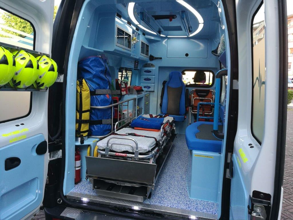 Anche l'ambulanza nel Business Booster Tour di Renault | Emergency Live 32