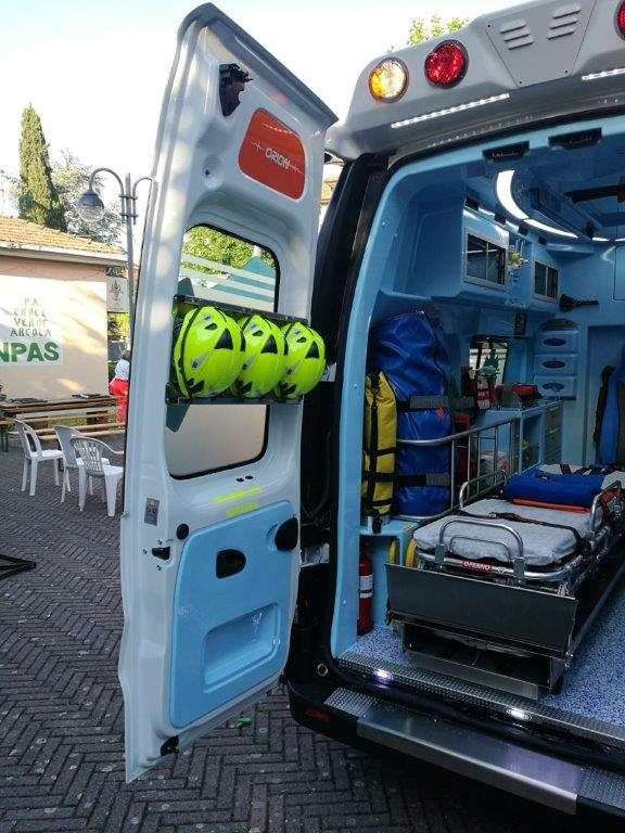 Anche l'ambulanza nel Business Booster Tour di Renault | Emergency Live 36