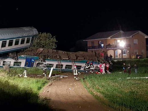 incidente ferroviario tir treno ivrea torino italia vigili del fuoco