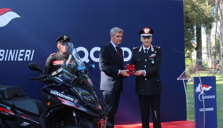 Consegna delle chiavi di Qooder da Paolo Gagliardo, Ceo Quadro Vehicles al Generale di Divisione Enzo Bernardini