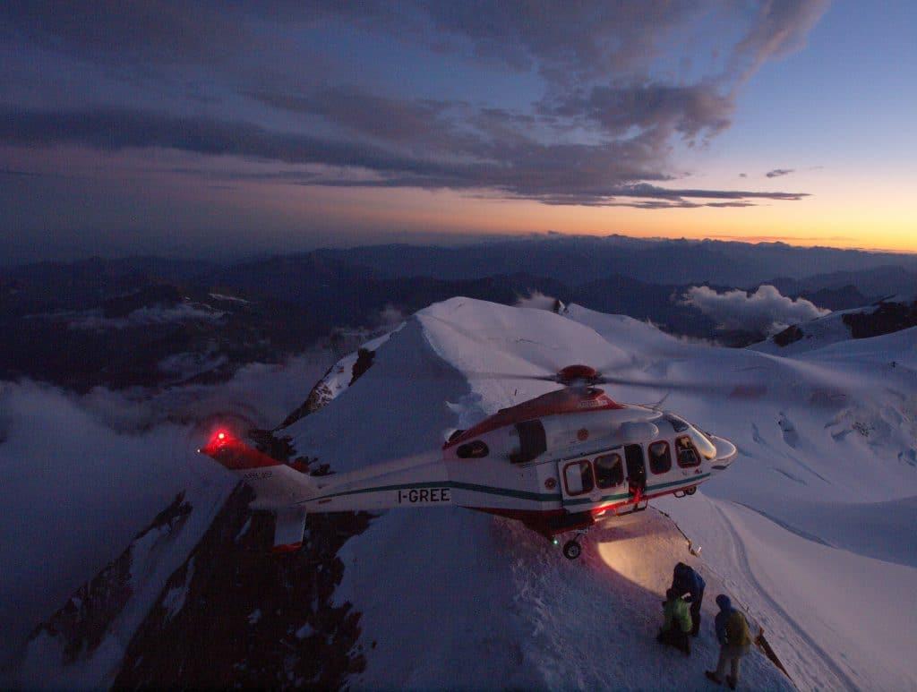 Buongiorno Sierra-Alpha 1! In volo con l'elisoccorso Valdostano | Emergency Live 21