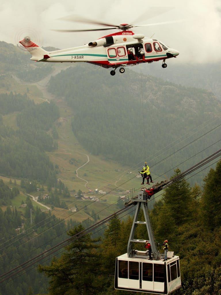 Buongiorno Sierra-Alpha 1! In volo con l'elisoccorso Valdostano | Emergency Live 22