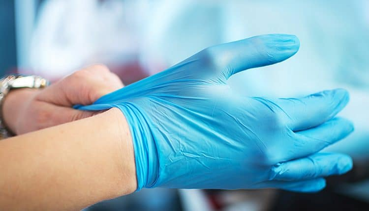 guanti nitrile operatore sanitario