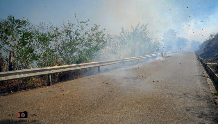 Sporchi, stanchi, ma AIB. Incendio del monte Serra, il racconto di chi c'è stato | Emergency Live 4