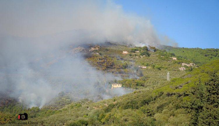 Sporchi, stanchi, ma AIB. Incendio del monte Serra, il racconto di chi c'è stato | Emergency Live 6
