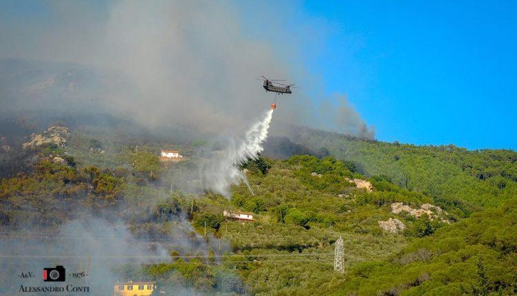 Sporchi, stanchi, ma AIB. Incendio del monte Serra, il racconto di chi c'è stato | Emergency Live 8