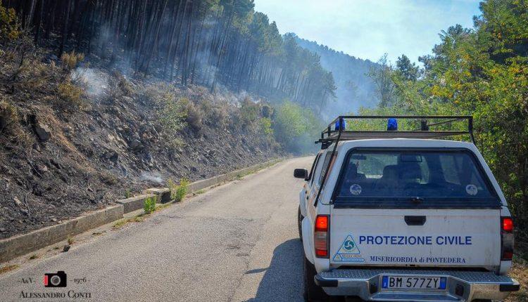 Sporchi, stanchi, ma AIB. Incendio del monte Serra, il racconto di chi c'è stato | Emergency Live 14