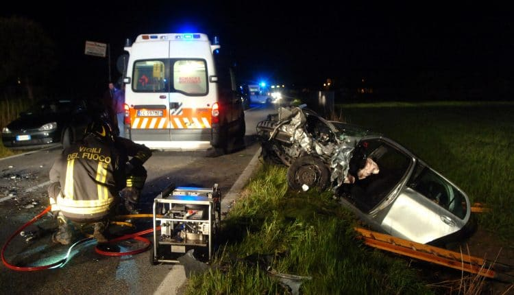 INCIDENTE SCONTRO FRONTALE YARIS CON SCIROCCO IN VIA DISMANO A RAVENNA