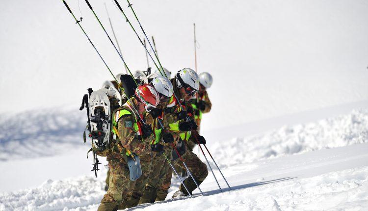 Alpini, Soccorso in montagna e prove speciali per i CASTA 2019 | Emergency Live 3