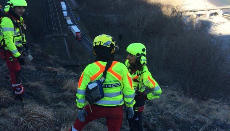 Operaio colpito da infarto su una parete rocciosa. Trasportato in elicottero al Maggiore di Parma. | Emergency Live 5