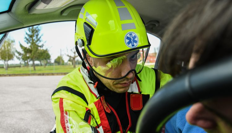Protezione sempre in testa: come scegliere il caschetto da soccorso? | Emergency Live 7