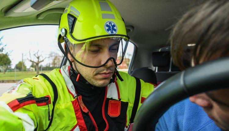 Protezione sempre in testa: come scegliere il caschetto da soccorso? | Emergency Live 8