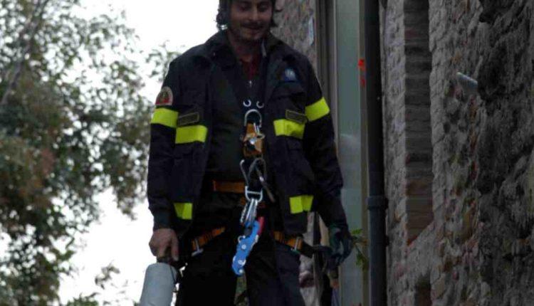 Vigili del Fuoco in lutto, il COVID-19 ci ha strappato anche Lorenzo Facibeni: aveva solo 52 anni   Emergency Live 13