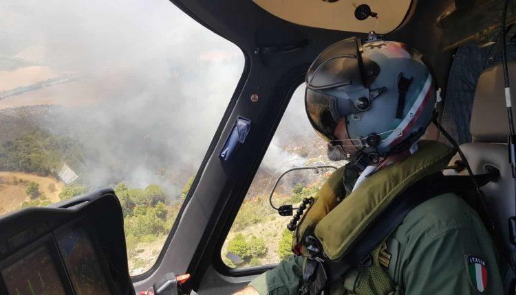 Incendi boschivi in Sicilia nel 2020, l'Aeronautica traccia un bilancio: 466 sganci per 350mila litri di acqua | Emergency Live 7