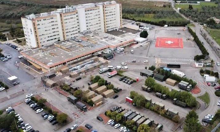 COVID-19, Posto Medico Avanzato all'Ospedale di Barletta: la Marina Militare allestisce PMA per i cittadini pugliesi | Emergency Live 12