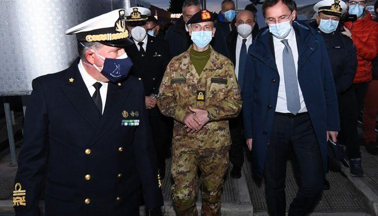 COVID-19, Posto Medico Avanzato all'Ospedale di Barletta: la Marina Militare allestisce PMA per i cittadini pugliesi | Emergency Live 11