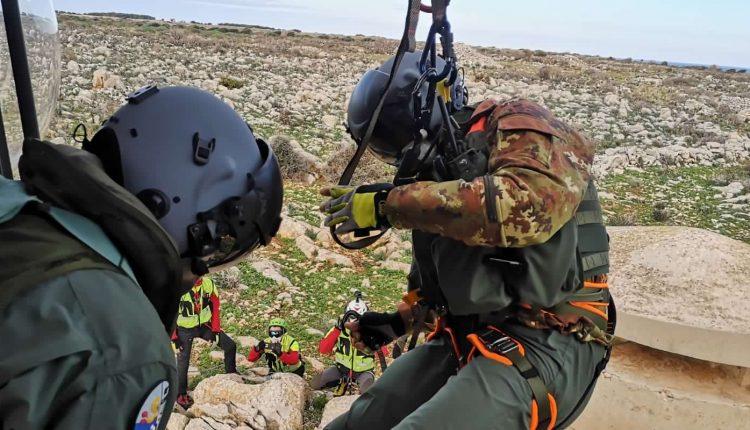 Operazioni HEMS, in Sicilia addestramento congiunto di Aeronautica Militare e Soccorso Alpino CNSAS 13