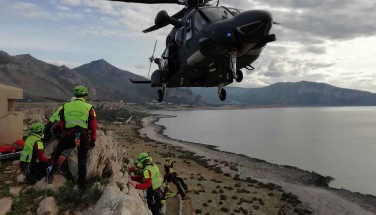 Operazioni HEMS, in Sicilia addestramento congiunto di Aeronautica Militare e Soccorso Alpino CNSAS 10