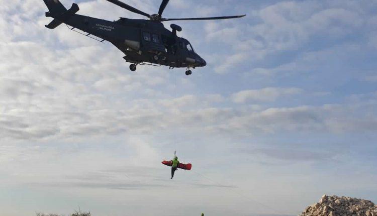 Operazioni HEMS, in Sicilia addestramento congiunto di Aeronautica Militare e Soccorso Alpino CNSAS 11