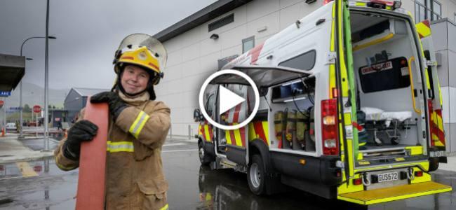 20140623141925-ambulance_firetruck_newzealand[1]