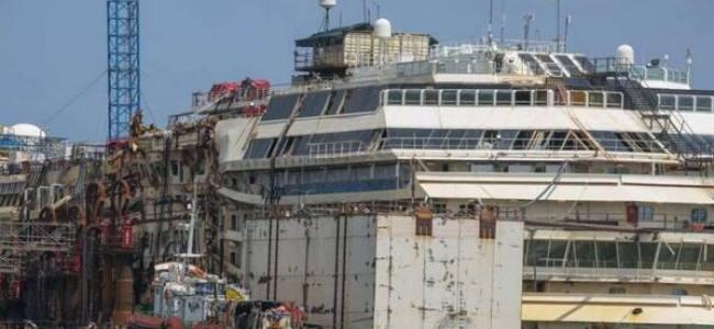 Costa Concordia Re-floating: LIVE TWEET