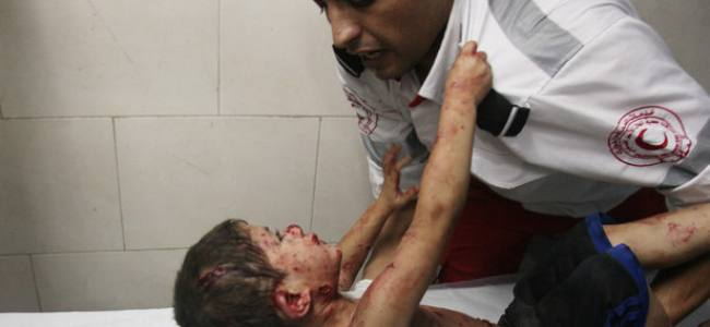 Gaza, the child who clung to the Paramedic