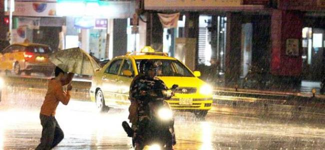 Typhoon Matmo batters Taiwan, nine hurt