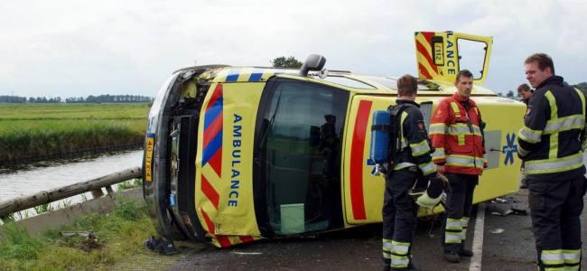 Incredible ambulance crash in Netherlands