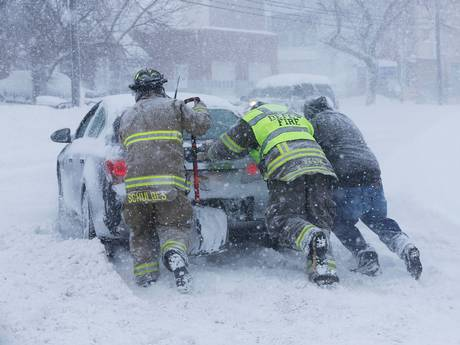 Wall of snow buries in Buffalo, New York declares state of emergency