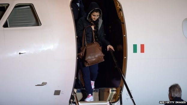 Syria conflict: Italian aid worker hostages freed