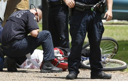 neworleans-paramedic-armed