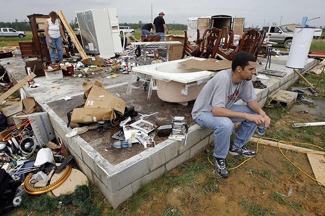 tornado-hit-city