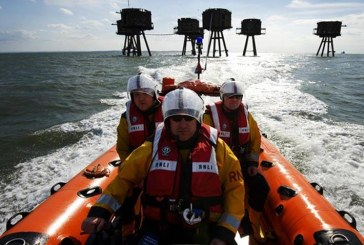 Two teenagers rescued from mud by RNLI's volunteer crew