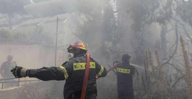 Greek beats back wildfires