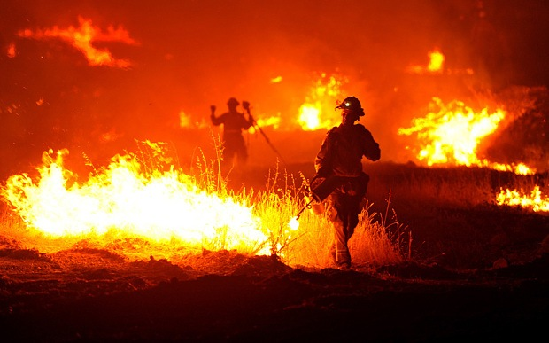 California fire destroys 400 homes and businesses