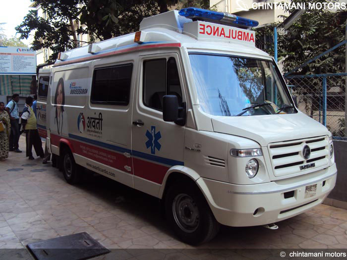 Taxi driver attack ambulances in Kendrapara, India