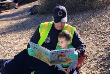 The Firefighter who read a tales on scene goes viral