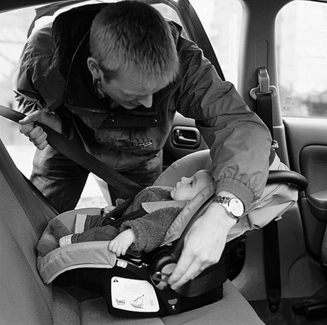 baby-carseat-bw
