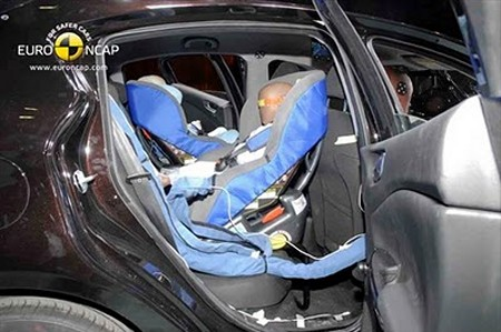 child-baby-seat-car-crash-test