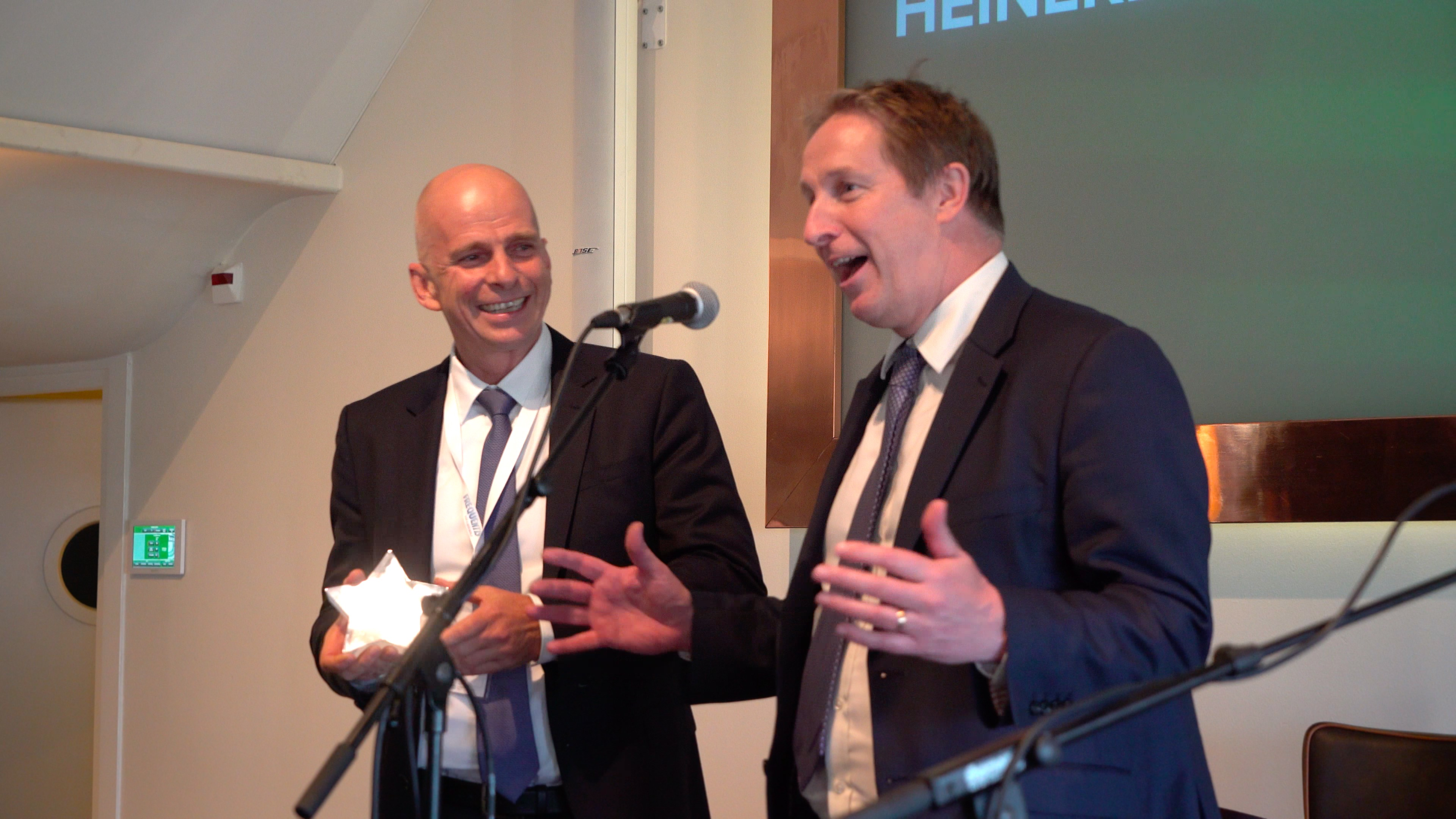 Johann_Schweiger_and_Peter_Prater_from_Frequentis_with_the_Future_Tech_Award_2016