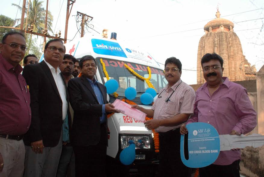 India – CBI Life donates a new ambulance for Red Cross Blood Bank