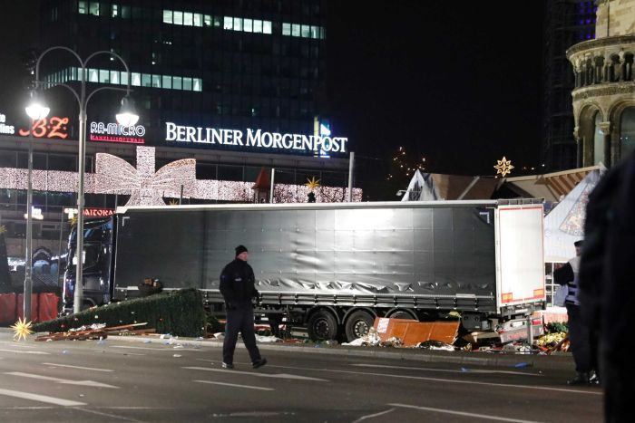 Terror attack in Berlin: a truck into the crowd kills 12 people
