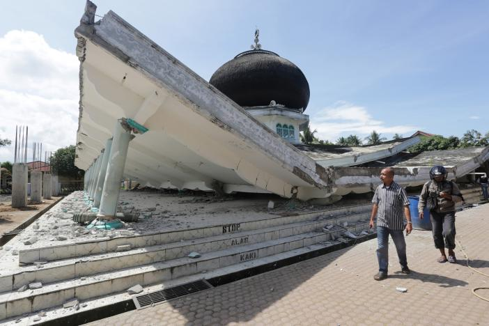 Quake in North Indonesia kills 52: Official