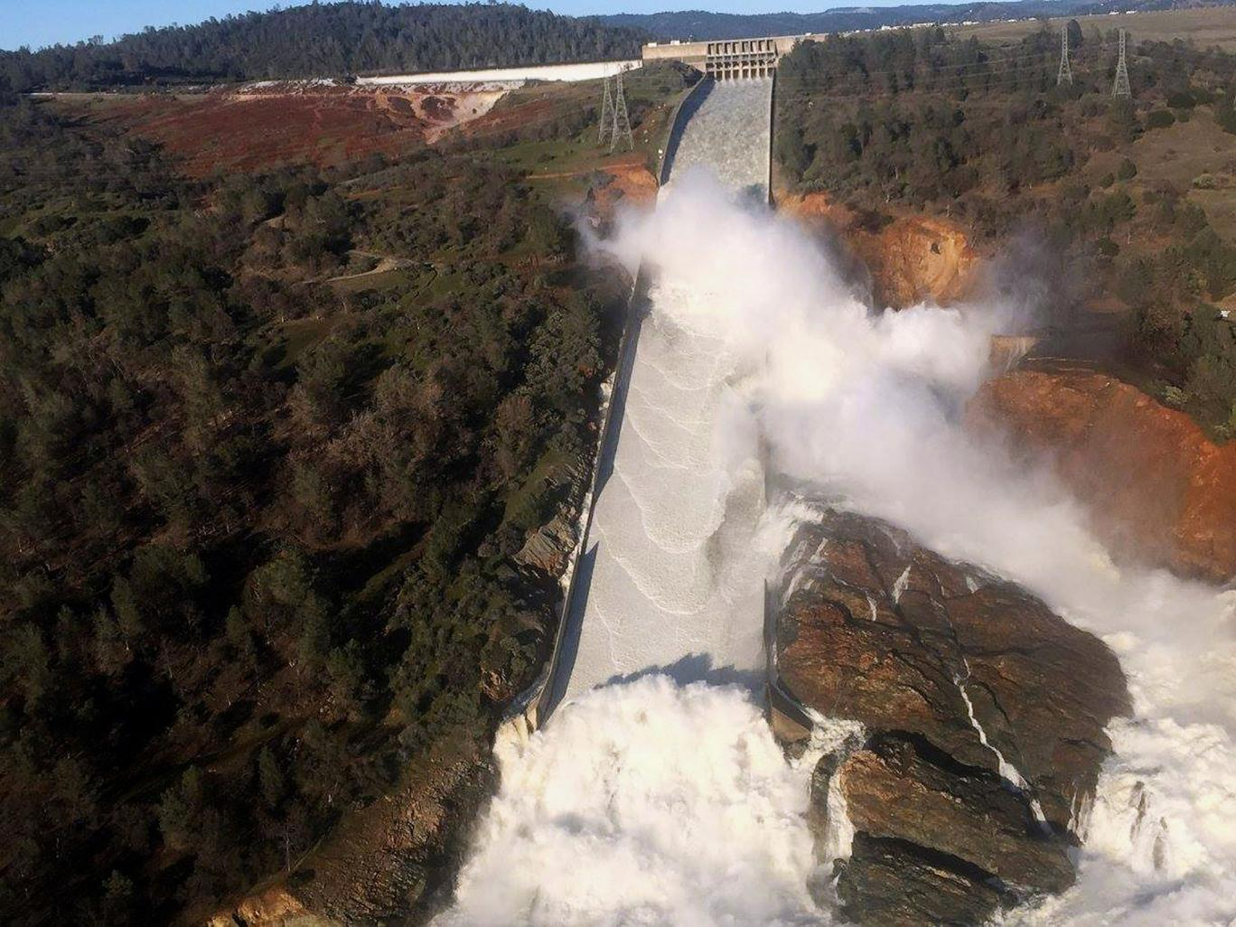 A dam in crisis: Thousands residents forced to flee from Oroville, Butte County, California