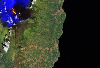 Etna volcano erupts and hurts 10 tourists
