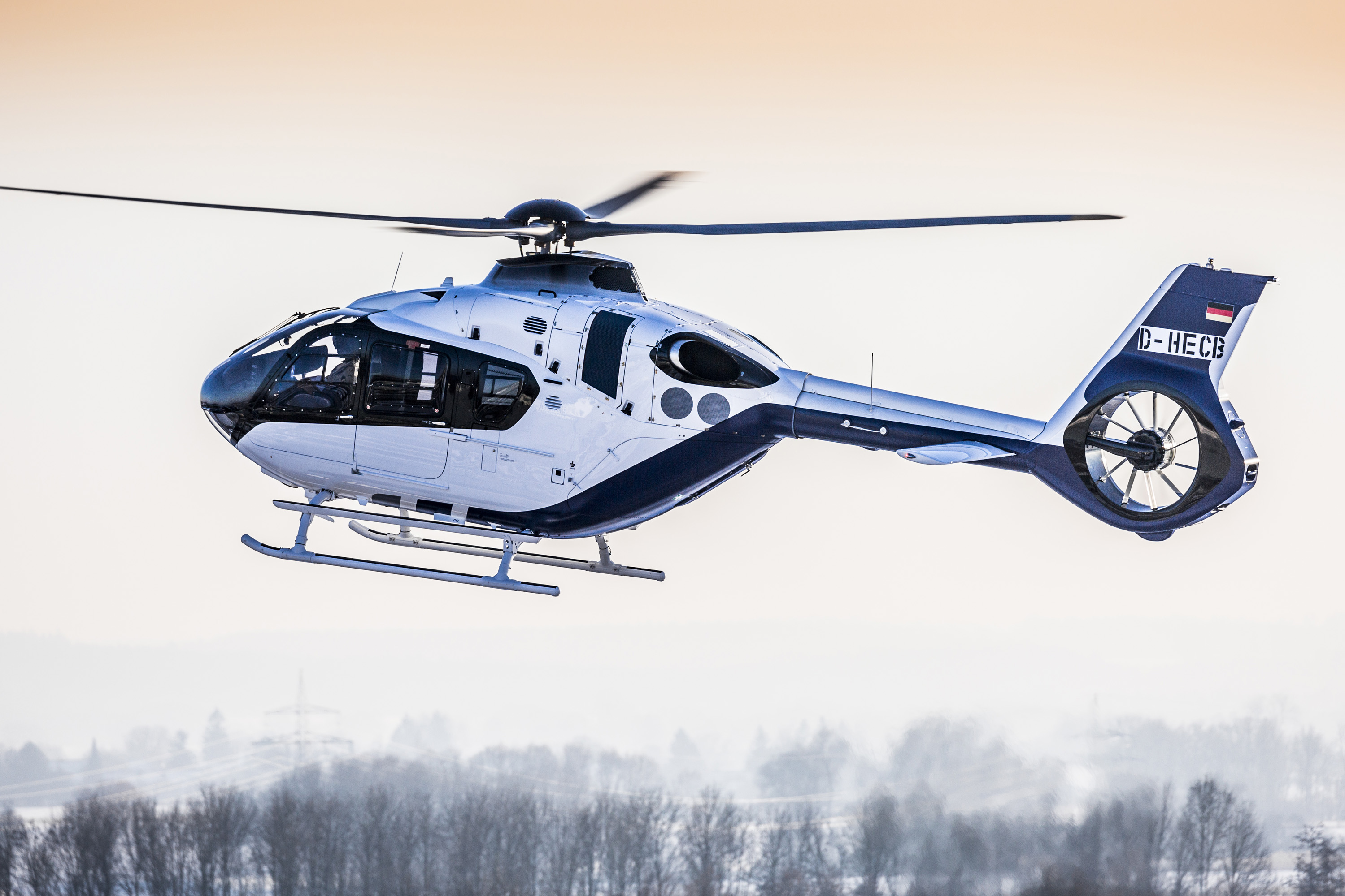 Elicottero H145 : Airbus helicopters showcases h helionix at heli expo