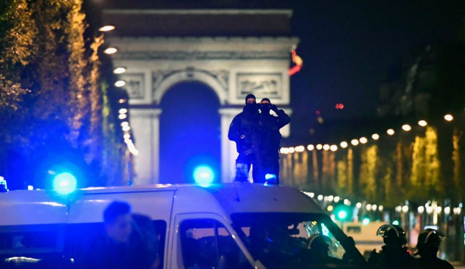 Paris: fierce shooting on Champs Élysées – An officer killed