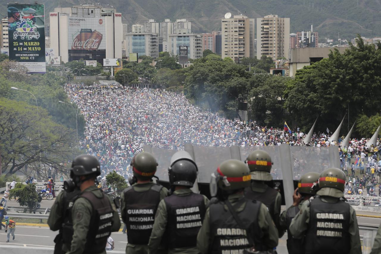 Clashes in Venezuela – A paramedic died during a manifestation