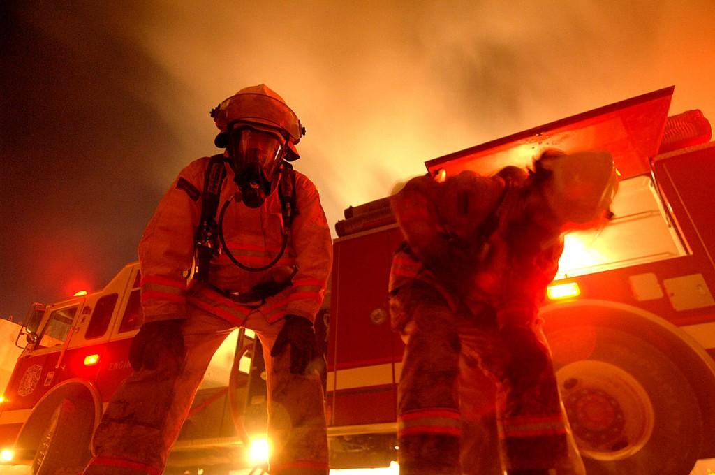 Резултат с изображение за пожарна  пожарникари