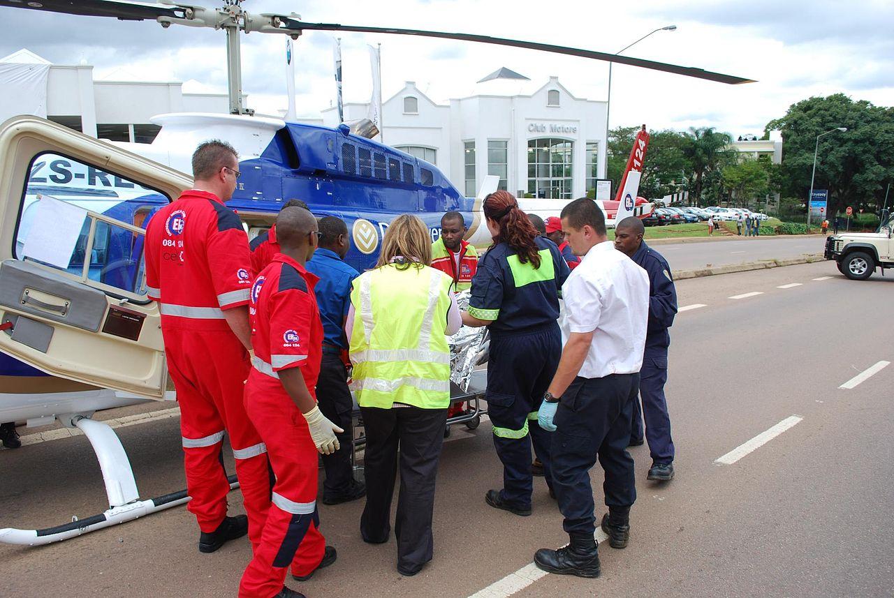 1280px-Pretoria_paramedics